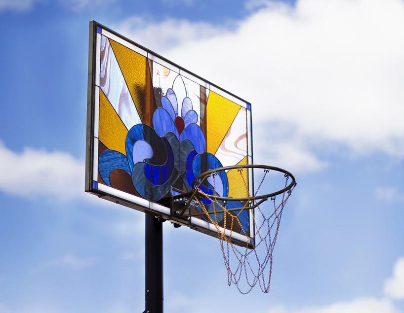 victor solomon basketball drunk art vitrail ciel - Literally Balling : le sculpteur Victor Solomon transforme le basket en objet d'art