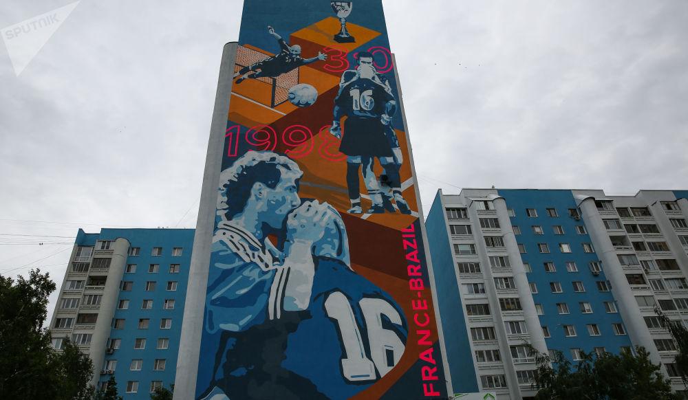 Graffiti Street Art Coupedumonde 1998 Russie football streetart murale collage radar SPUTNIK - Coupe du Monde de football 2018 : les plus belles œuvres de street art !