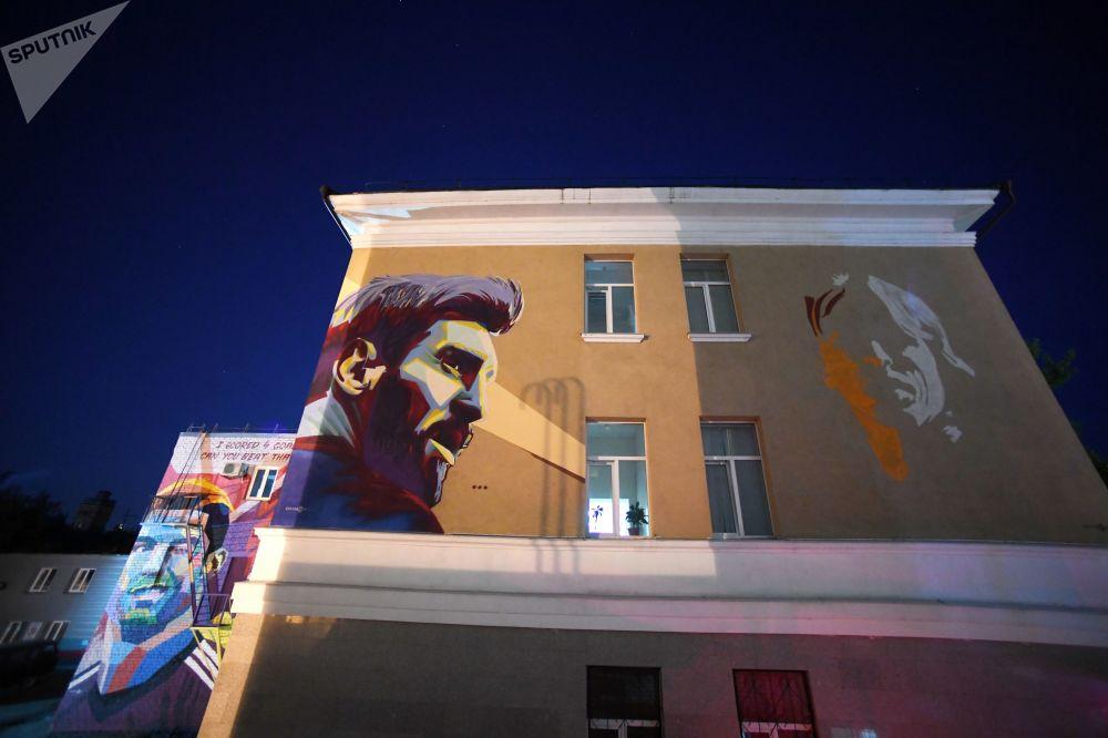 Graffiti Street Art LionelMessi CristianoRonaldo LukaModric Russie football streetart murale collage radar SPUTNIK - Coupe du Monde de football 2018 : les plus belles œuvres de street art !