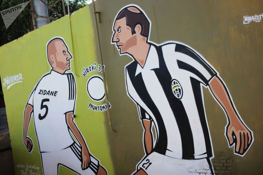 Graffiti Street Art Zidane Russie football streetart murale collage radar SPUTNIK - Coupe du Monde de football 2018 : les plus belles œuvres de street art !