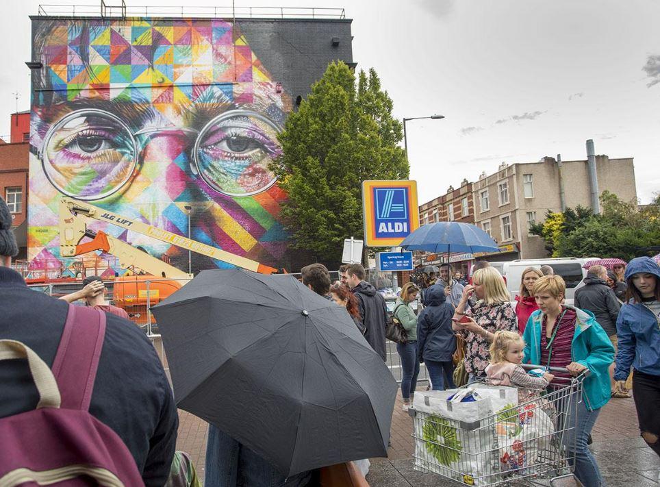 UPFEST festival street art bristol rue artiste Kobra mosaique john lennon portrait copyright photographe Paul Box - Où partir cet été ? À la découverte des meilleurs festivals de street art en Europe