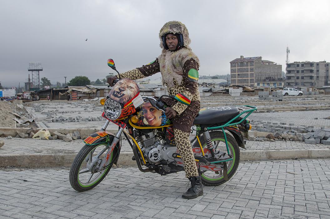 """jan hoek 12 - """"Boda Boda Madness"""" : plongée au coeur de la culture des taxis motos kényans"""