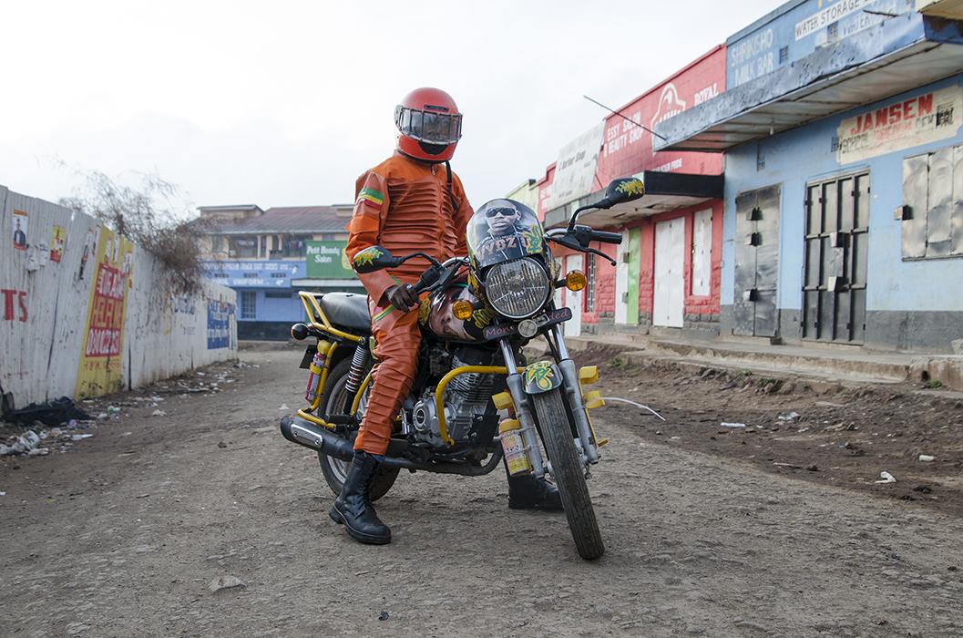 """jan hoek 13 - """"Boda Boda Madness"""" : plongée au coeur de la culture des taxis motos kényans"""