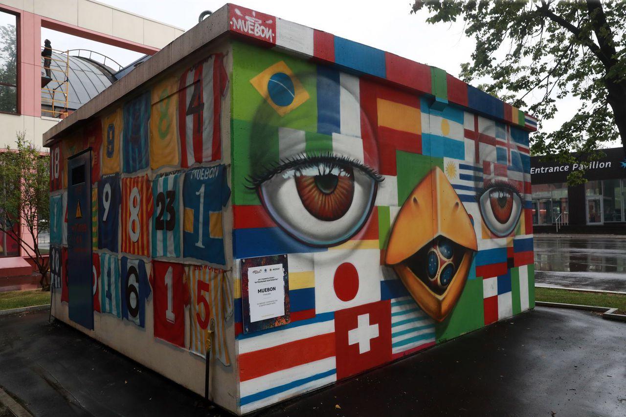 street art football drapeaux monde mue bon - Coupe du Monde de football 2018 : les plus belles œuvres de street art !