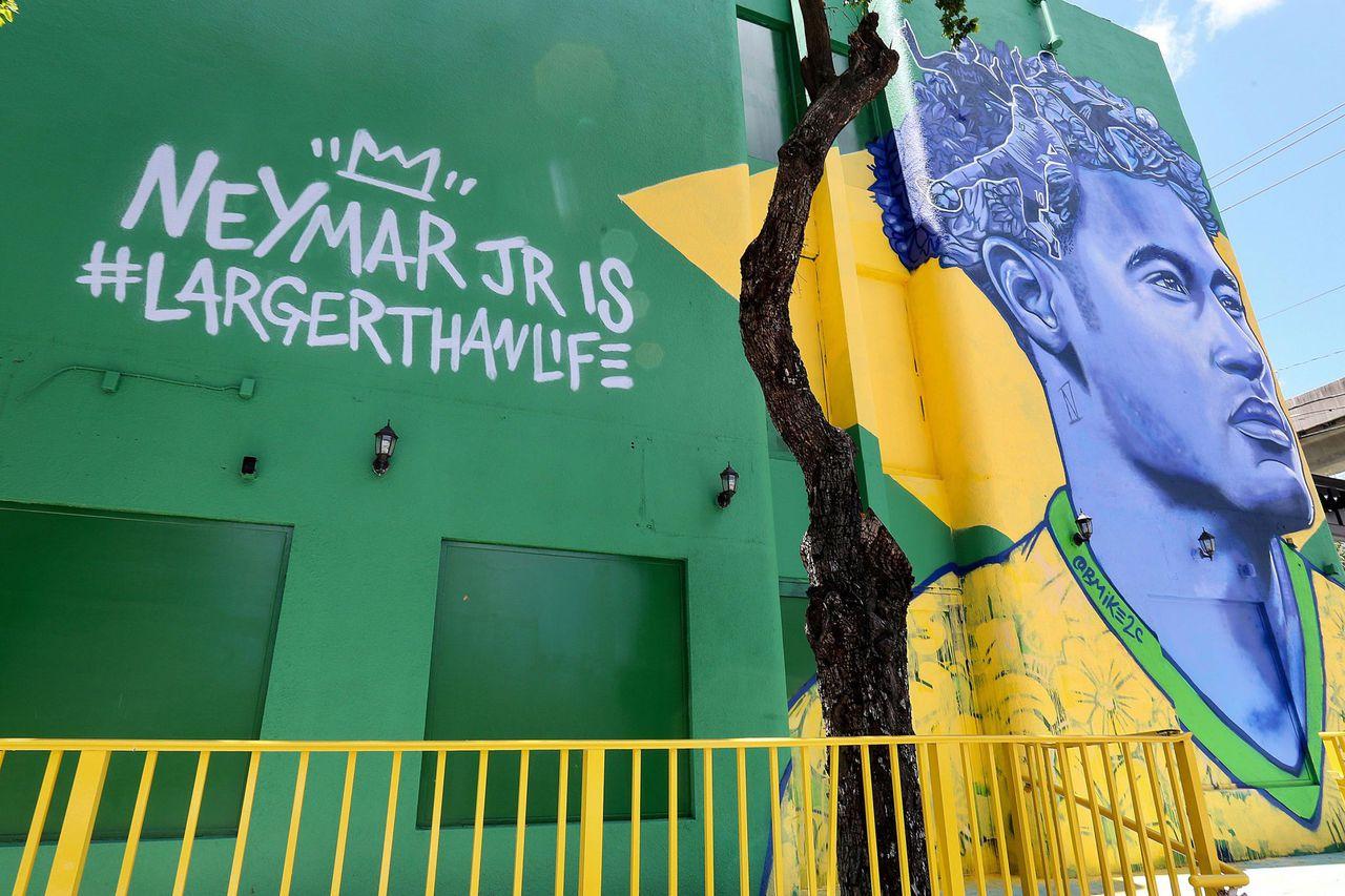 street art football portrait larger than life meymar Jr brandan BMike odums - Coupe du Monde de football 2018 : les plus belles œuvres de street art !