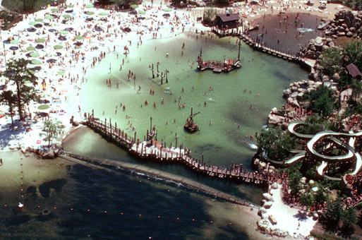 Disney Rivers Country 1urbex radar exploration piscine abandon fantome - Piscines olympiques et parcs aquatiques : les plus beaux spots abandonnés