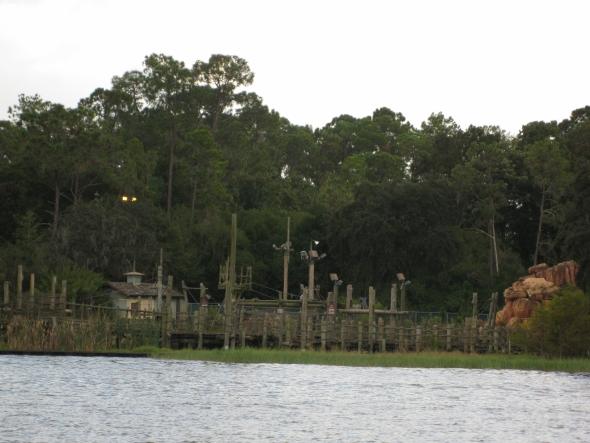 Disney Rivers Country 3urbex radar exploration piscine abandon fantome - Piscines olympiques et parcs aquatiques : les plus beaux spots abandonnés