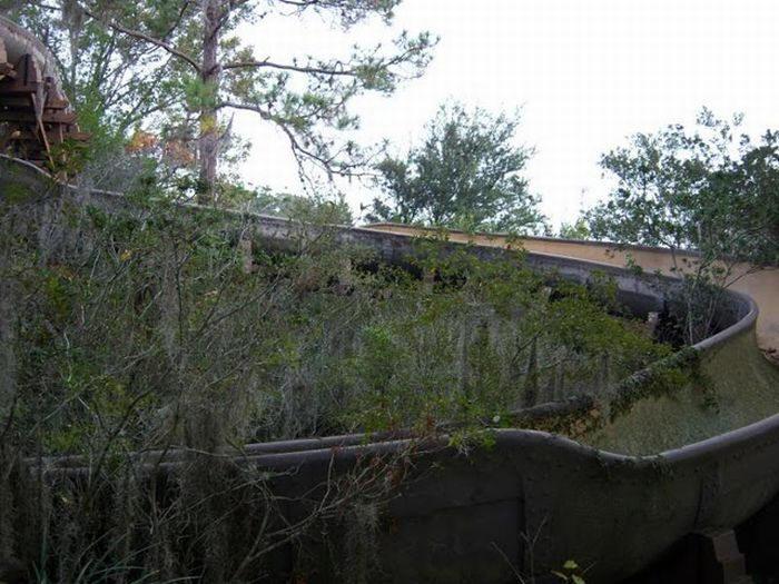 Disney Rivers Country 6urbex radar exploration piscine abandon fantome - Piscines olympiques et parcs aquatiques : les plus beaux spots abandonnés