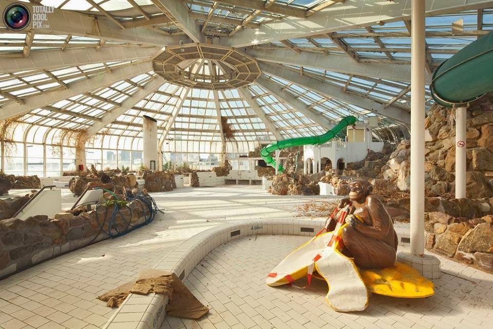 Parc Tropicana eurbex radar exploration piscine abandon fantome - Piscines olympiques et parcs aquatiques : les plus beaux spots abandonnés