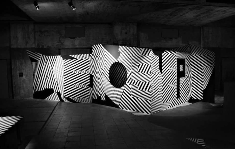 """legendes urbaines exposition base sous marine bordeaux histoire street art illusion optique noir blanc - """"Légendes Urbaines"""" : le street art se déploie dans la base sous-marine de Bordeaux"""