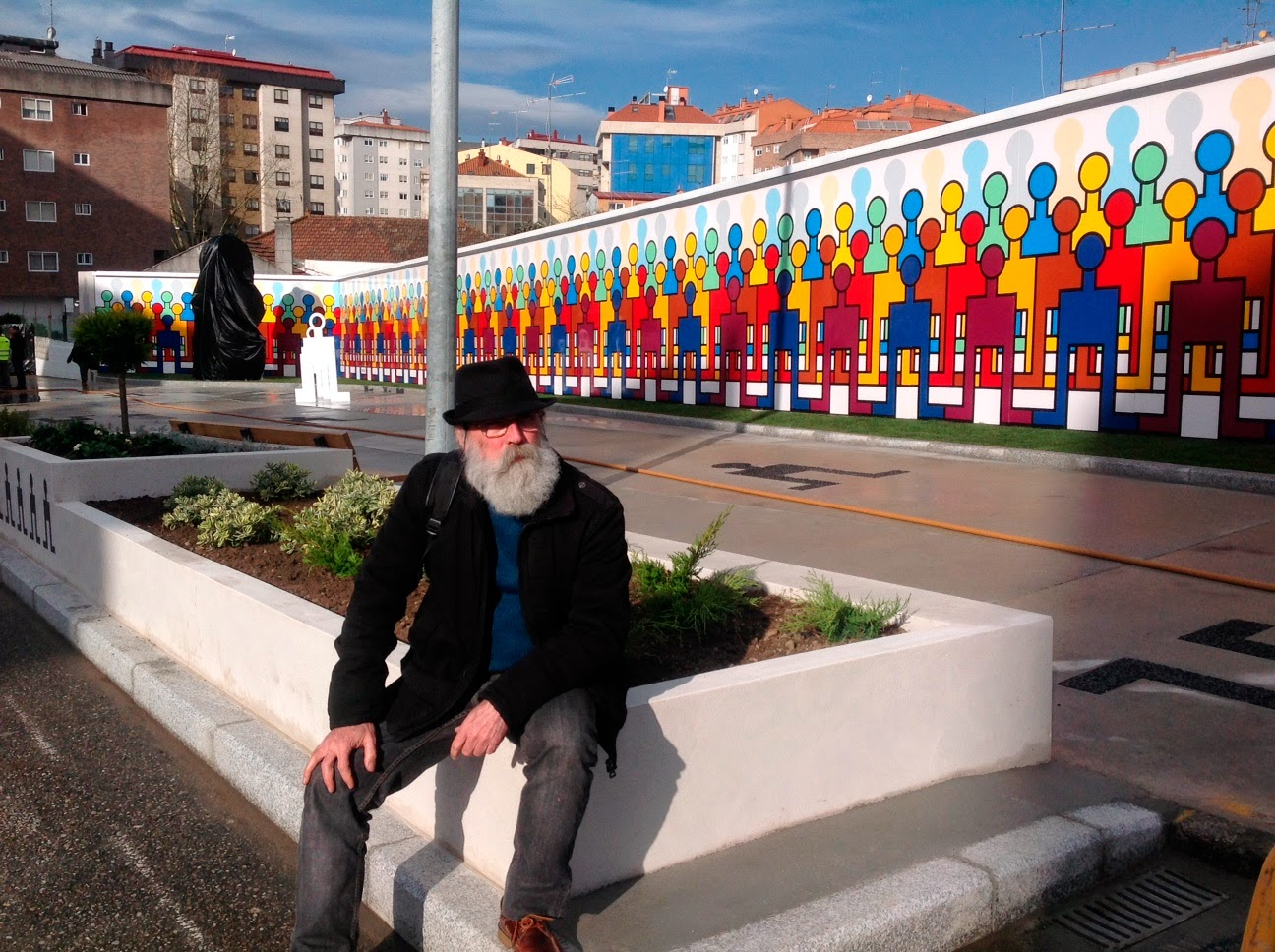 street art vigo city of colours mur large figures humaines Nelson Villalobos - Destination Vigo, la nouvelle capitale espagnole du street art