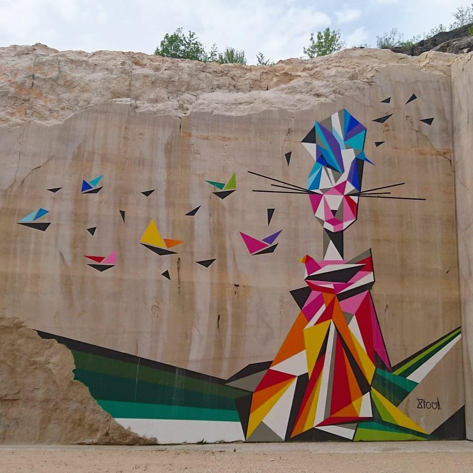 Karriere fresque murales monumentales streetart - En Bourgogne, des fresques murales monumentales réveillent une ancienne carrière !