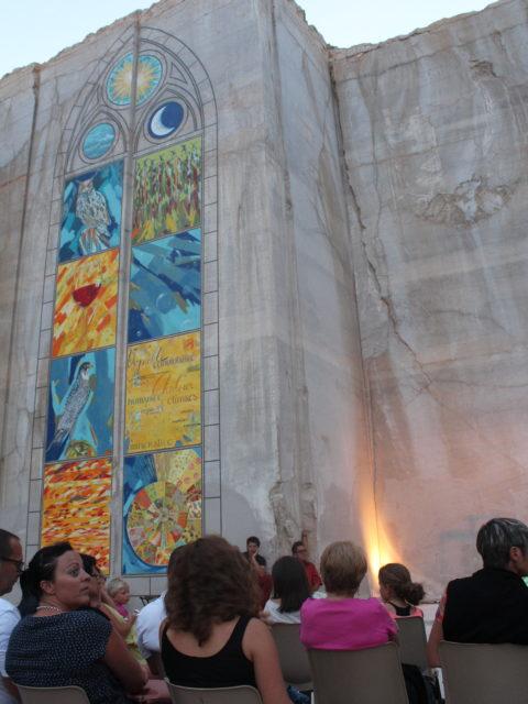 Karriere fresque murales streetart culture - En Bourgogne, des fresques murales monumentales réveillent une ancienne carrière !