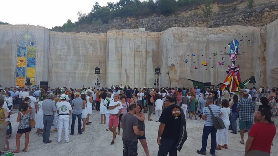 Karriere fresque streetart culture festival - En Bourgogne, des fresques murales monumentales réveillent une ancienne carrière !