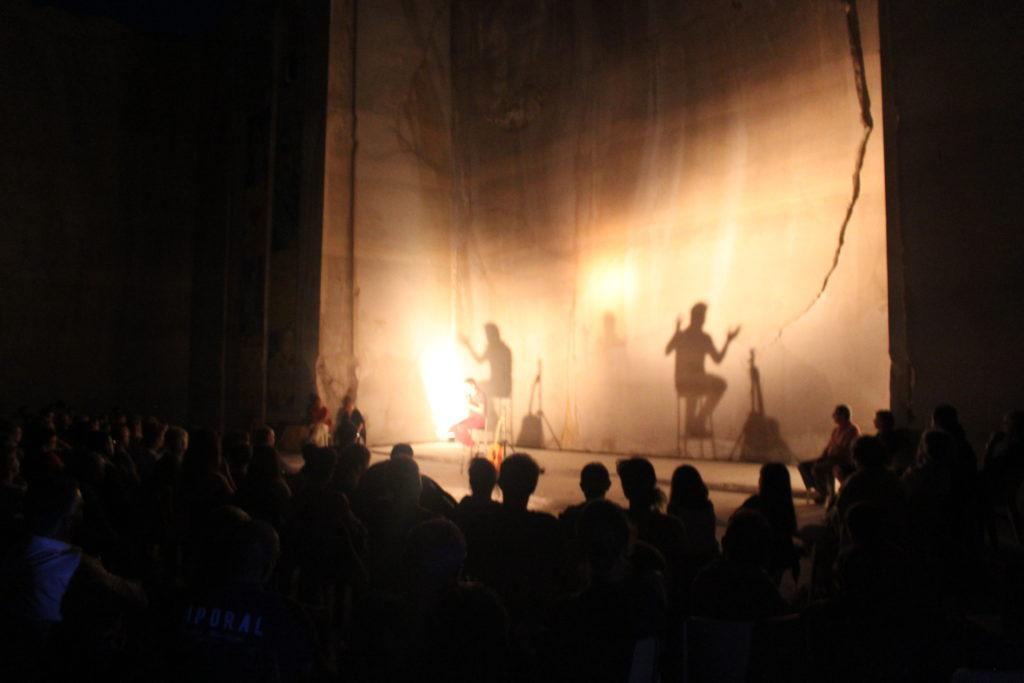 Karriere fresques streetart concert - En Bourgogne, des fresques murales monumentales réveillent une ancienne carrière !