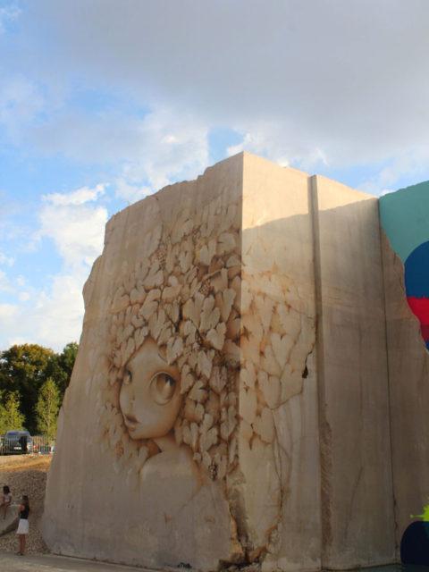 Karriere fresques streetart vinnie - En Bourgogne, des fresques murales monumentales réveillent une ancienne carrière !