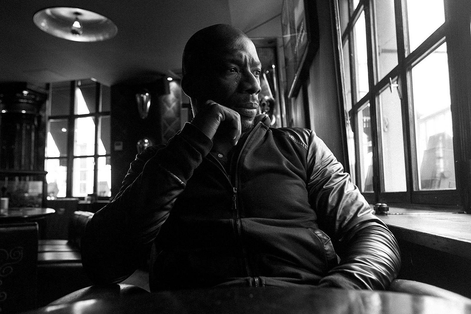 portrait doudoumasta rappeur david delaplace - 7 idées de cadeaux cools à offrir à Noël aux amateurs de musiques urbaines